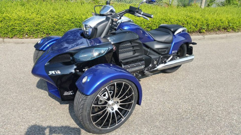 Khung long Valkyrie F6C do 3 banh Can - am cuc chat