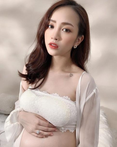 Làm mẹ tuổi 20, con gái đại gia Minh Nhựa đẹp không nhờ son phấn mà nhờ bí quyết này
