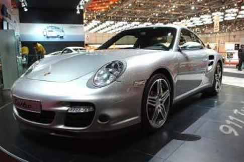 Porsche 911 Turbo moi - manh hon, nhanh hon