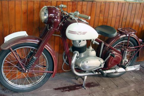 Xe co hang hiem Jawa 250 Perak 1950 tai Viet Nam
