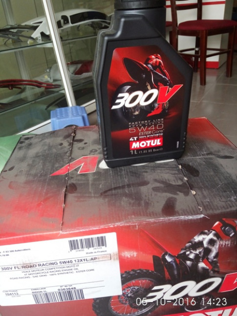DAU MAY MOTUL 300V FACTORY LINE 5W40 1L