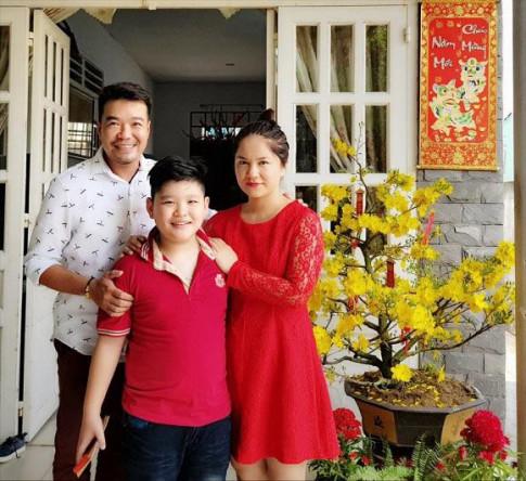 Ong trum vai ac Huy Cuong 3 nam hut xi lanh sua bom cho con, gio dua tre cao 1m7