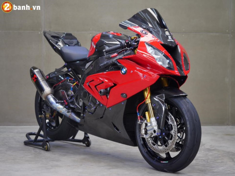BMW S1000RR trong ban do chat den tung chi tiet