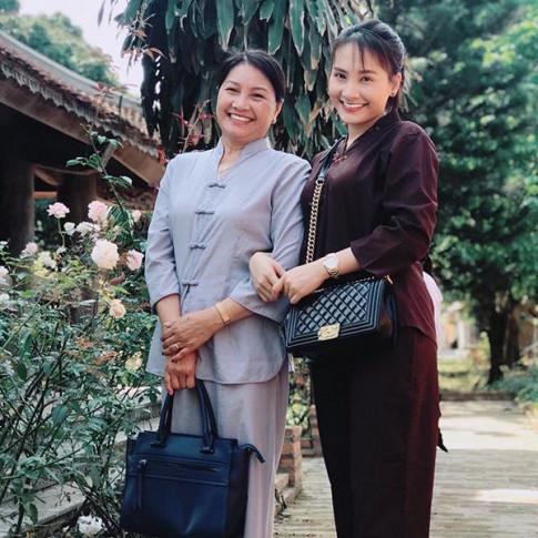Di chua van xach tui hon 100 trieu, Bao Thanh chung minh dang cap voi thoi trang xa xi