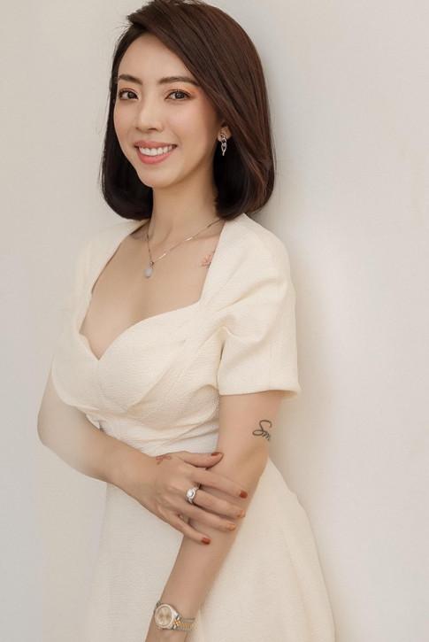 Tuyet chieu xung doi vua lua cua Thu Trang: sang chanh the nao ve voi chong chi dien giay bet