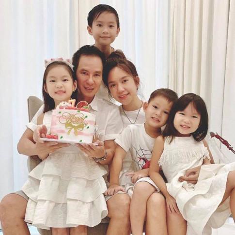 Cong chua nha Ly Hai - Minh Ha dien vay doi voi me mung sinh nhat 7 tuoi