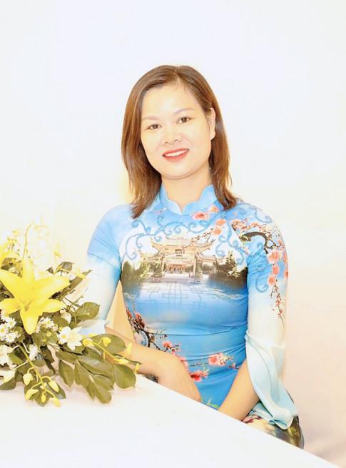 Nha thiet ke Ngoc Linh – 10 nam thoi hon dan toc len ao dai