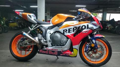 Huyen thoai CBR1000rr 2007 toc bien voi bo ao Repsol MotoGP 2017