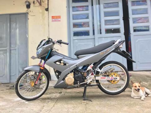 Suzuki Satria mang dang dap cuc ngau trong tong ao xam