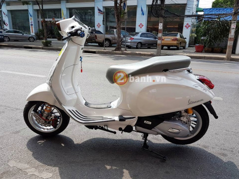 Vespa Sprint trong ban do day sang chanh
