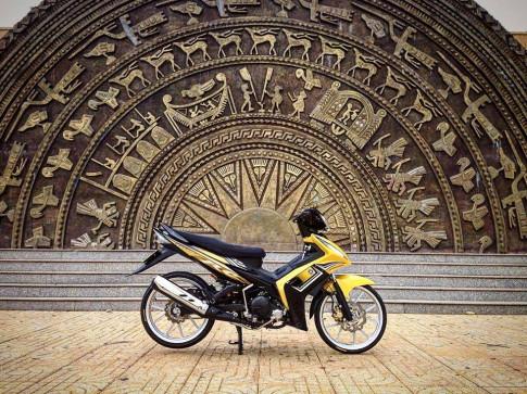 Yamaha Exciter 135cc nghiêng ngã trước trống đồng Đông Sơn