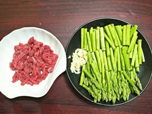 3 cách làm măng tây xào ngon miệng cực đơn giản cho bữa cơm hàng ngày