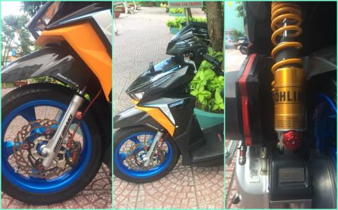 Click 125i do loe loet trong bo ao da sac mau cua biker Sai Gon