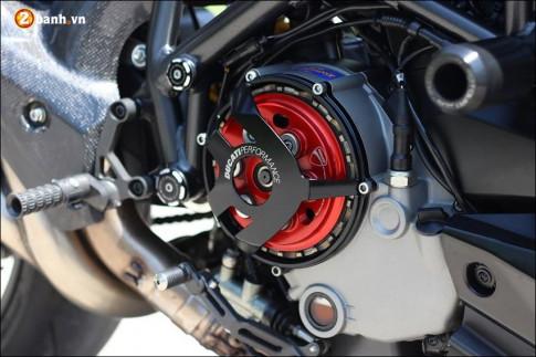 Ducati Streetfighter 848 do cuc ngau ben tong mau den huyen bi