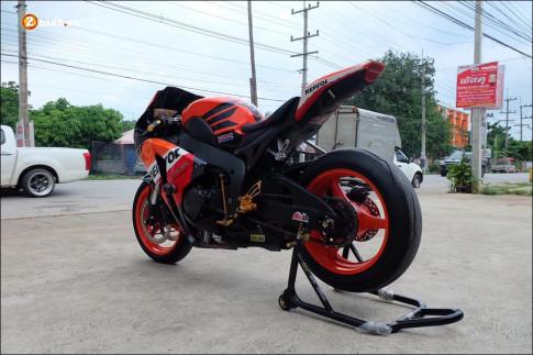 Honda CBR1000RR Fireblade do day uy luc voi nong sung Yoshimura