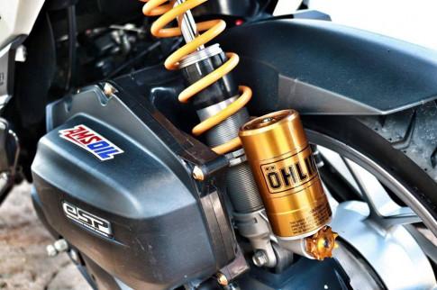 Honda Click 125i do cuc chat khoe dang duoi bien