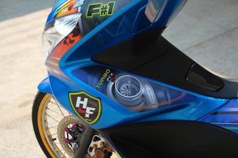 PCX 150 do kieng doc dao voi doi chan mong manh cua biker nuoc ban