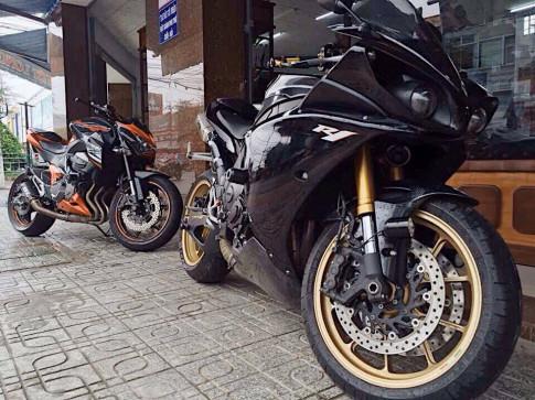Quái vật xa lộ Yamaha R1 Black vẻ đẹp khó cưỡng