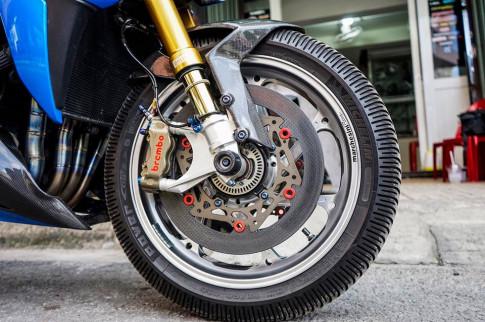Suzuki GSX-S1000 do-nakedbike lot xac day hung bao tu cong nghe duong dua
