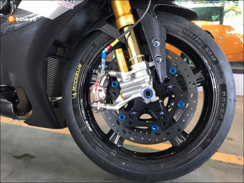 Yamaha R1M độ căng đét cùng dàn chân hạng nặng