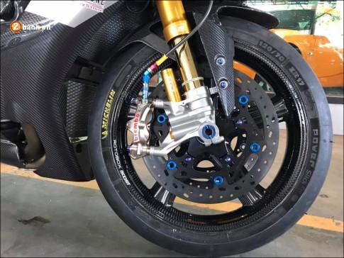 Yamaha R1M do cang det cung dan chan hang nang