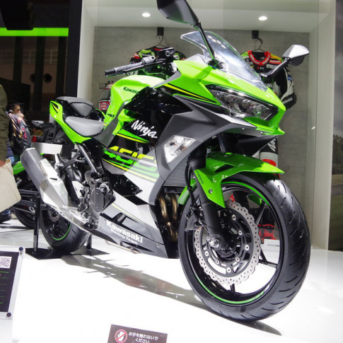 Can canh chi tiet Kawasaki Ninja 400 2018 tai trien lam Motor Tokyo 2017