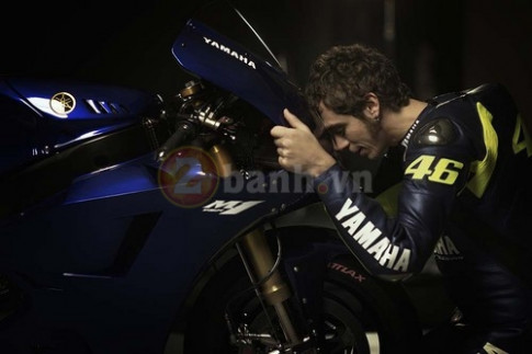 [Clip] Valentino Rossi va Yamaha M1 Moi tinh 13 nam gay xuc dong