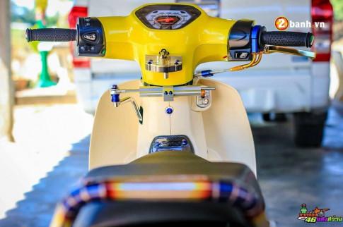 Honda Cub Fi độ sắc vàng kết hợp cùng khối đồ chơi hàng hiệu