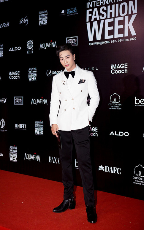 Mai Phuóc Tài án tuọng vói phong cách nam tính, chóng gạy gay chú ý tại AVIFW 2020