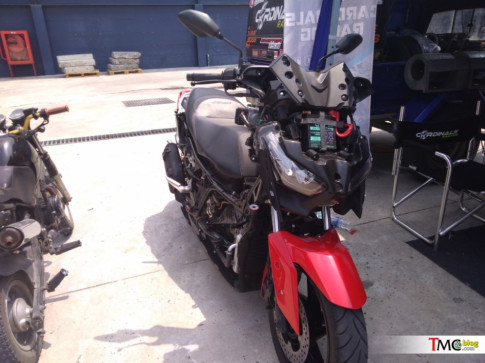 Can canh chi tiet ben trong cua Yamaha XMax 250 2018