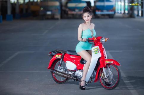 Đứng hình bởi bộ ảnh Sexy của bóng hồng Thailand tạo dáng bên Cub kiểng