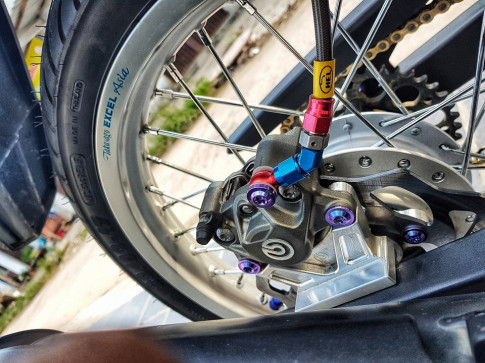 Exciter 150 do gay choang bang loat do choi cua chang Biker Viet