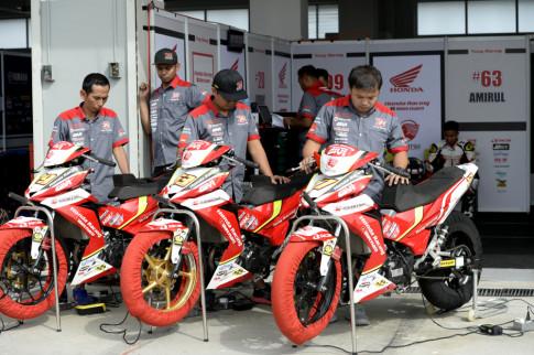 Honda ARRC chặng 4 tại Ấn Độ: 'Cơn điên' của Cao Việt Nam và màn 'lột xác' của Lê Khánh Lộc