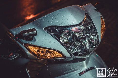 Honda Wave độ khối đồ chơi hàng hiệu phô diễn qua bộ ảnh phơi sáng