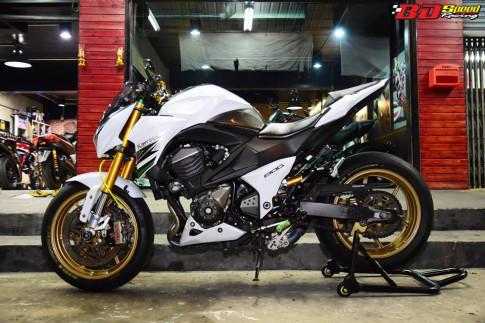 Kawasaki Z800 độ bá cháy cùng tông màu trắng tinh khôi