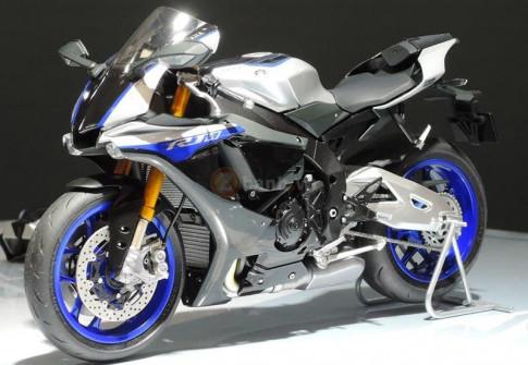 Mo hinh Yamaha R1M ti le 1:12 That den tu tung chi tiet