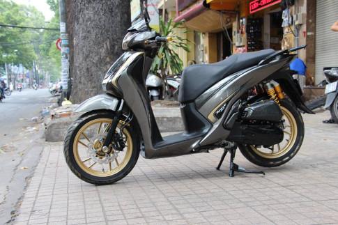 Sh 150 do - khoe dang ven duong pho Sai Gon chieu buon