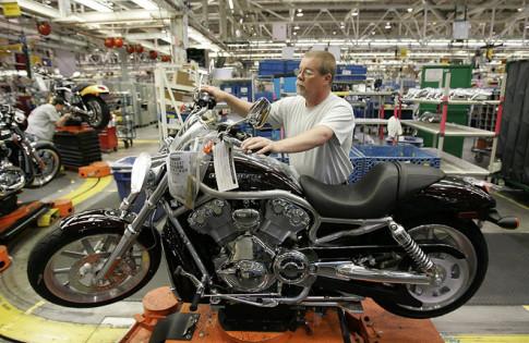 Tong thong Trump de doa khi Harley-Davidson muon chuyen ra nuoc ngoai
