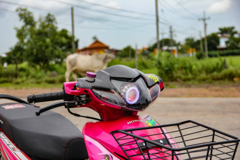 Wave 110 độ: chú báo hồng trang bị đôi chân VIP nằm vùng trên đất Thái