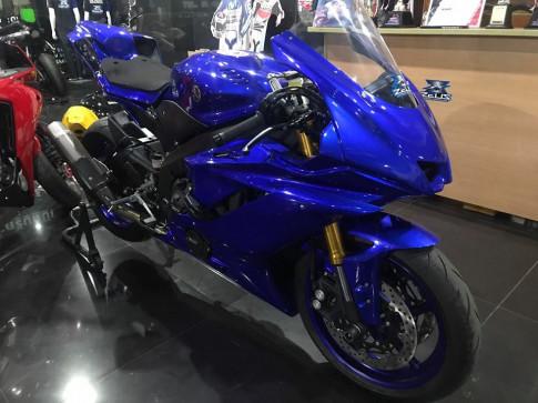 Yamaha R6 vẻ đẹp hiếu chiến qua hình thái áo đấu
