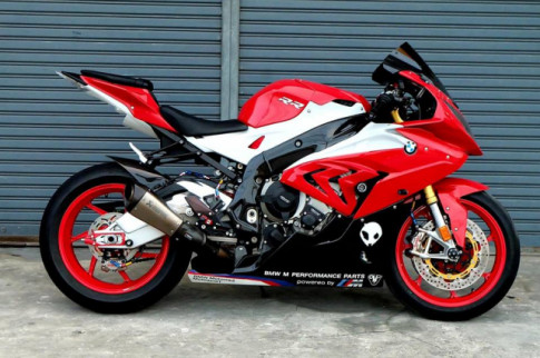 BMW S1000RR 'Quy du' trong bo canh do cuc chat