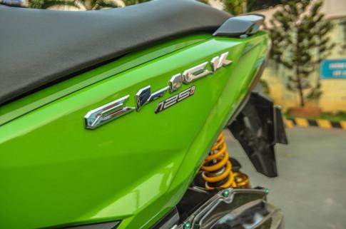 Click 125i do option do choi kieng day sang trong cua biker Sai Gon