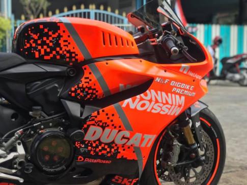Ducati Panigale 899 do tuoi roi trong tong mau cam Neon den tu TT Bigbike Design