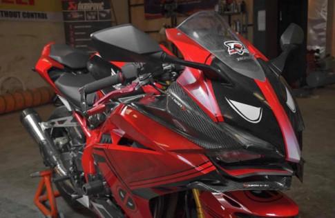 Honda CBR250RR do khac thuong voi phong cach Deadpool