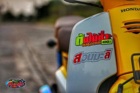 Honda Cub độ với option đồ chơi kiểng giá trị của biker Thailand