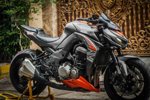 Kawasaki Z1000 Gã quái vật mạnh mẽ trên đất Việt với Sticker full nhôm xước
