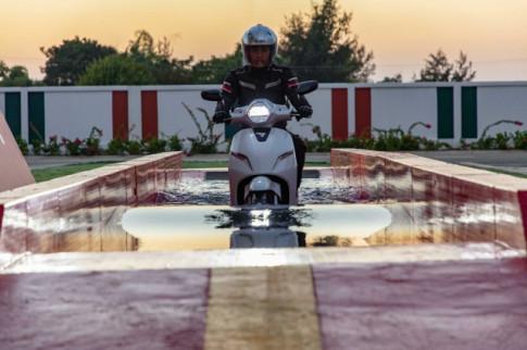 Klara xe máy điện của Vinfast chạy 80-120km cho một lần sạc