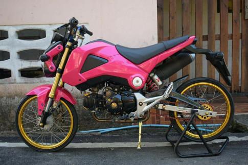 MSX 125 do - bao hong dang yeu voi doi chan goi cam cua biker Thailand