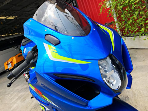 Suzuki GSX-R1000 day me hoac voi dan chan kich doc