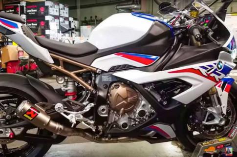 [Video] BMW S1000RR 2019 trang bị ống xả Akrapovic lợi hại cỡ nào?